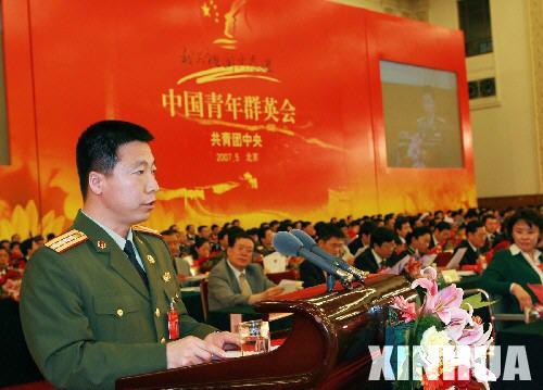 中国青年群英会新老英模赴三省考察 胡锦涛致信