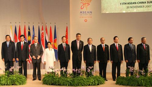 总理在第11次中国与东盟领导人会议上的讲话 全文图片