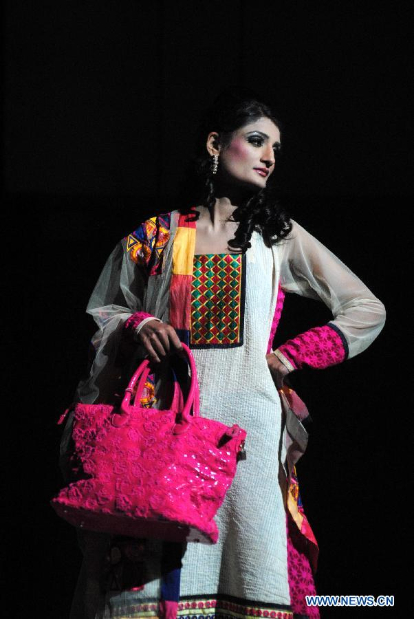 Models Present Nadia 39 S Creations At Pakistan Fashion Show