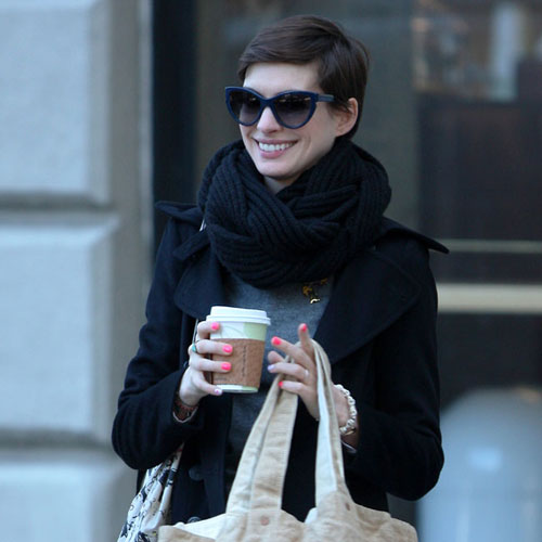 Anne Hathaway Brothers: Anne Hathaway Looks Like 'gay Brother'_Gossip--China