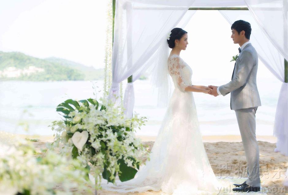 Miss World Zhang Zilin holds wedding ceremony in Phuket Island