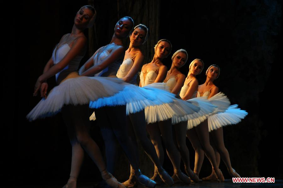 "Russian ballet dancers perform ""Swan Lake"" in Heilongjiang"