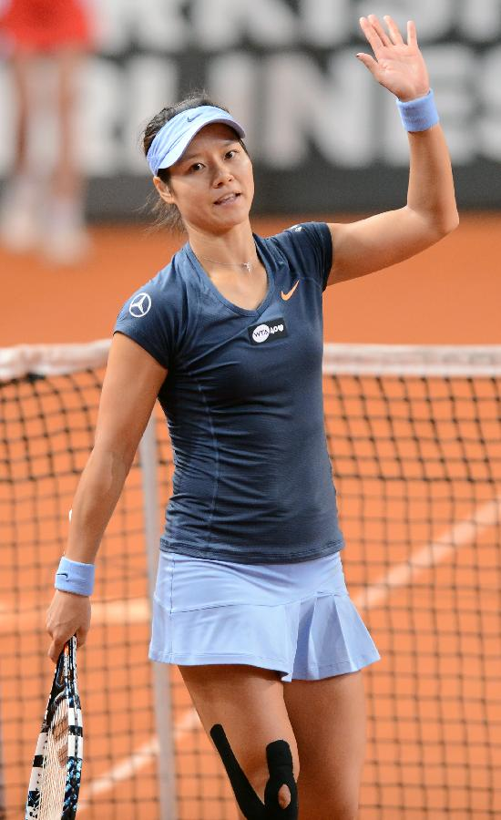 Li Na roars into Porsche Tennis Grand Prix final