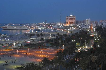 的黎波里夜景-背景简介 利比亚首都的黎波里图片