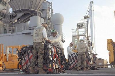"""美国""""埃赛克斯""""号远征打击大队随时援助向缅甸提供准备.广告设计师学徒工资多少图片"""