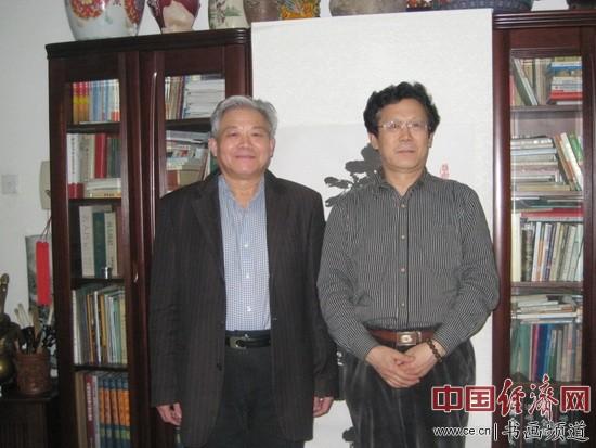 东西方艺术家协会主席娄德平(左)与与著名书画家朱伯芳(右)