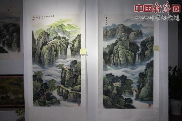 现场展出的杜中良的山水题材国画